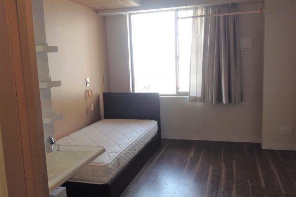 居室(備え付け:トイレ・独立洗面台・ベッド・カーテン・エアコン・ナースコール・室内物干し)
