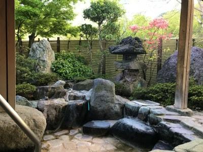 源泉を引いていますので天然温泉に入ることが出来ます。疾患に対する効能も有り、健康の源です。