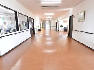 廊下はかなり広く安全設計