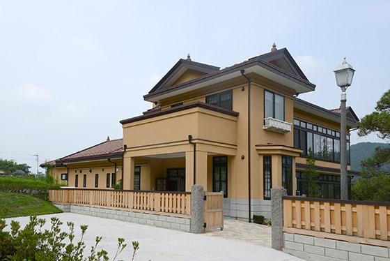 ヨシモトポール記念館