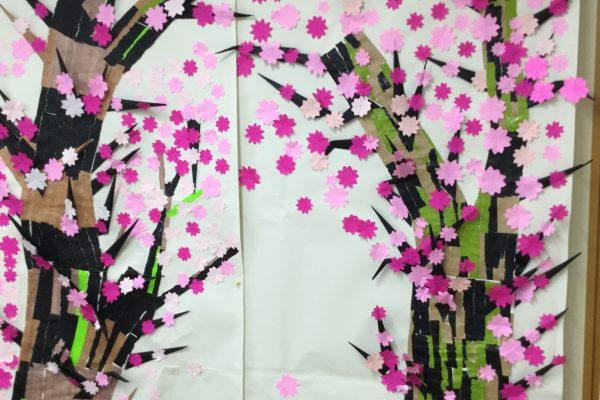 入居者様全員で作った桜のタペストリー