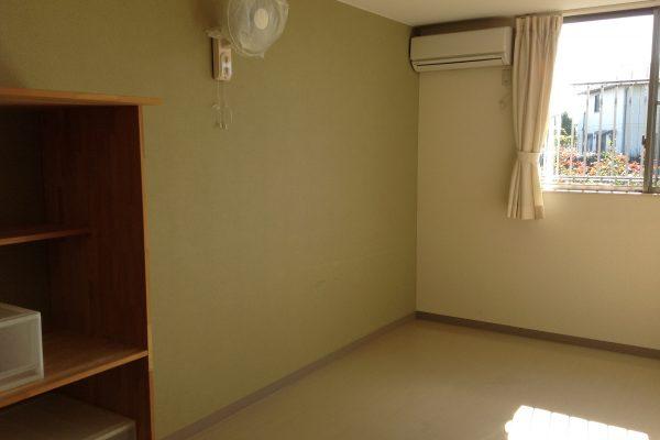 居室 収納家具・空調・カーテン付き