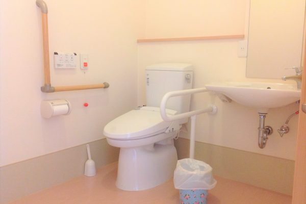 居室内トイレ(全室介護用トイレ・洗面台付き)