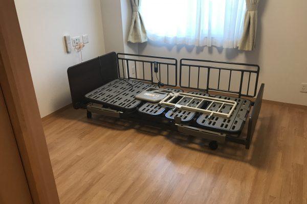 低床のフランスベッドが備え付けです