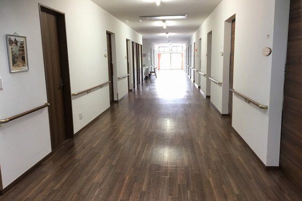 広々とした廊下