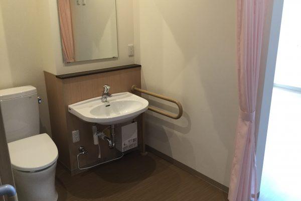各居室にトイレと洗面がついております