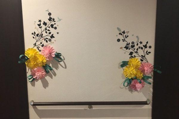 居室前に飾られた作品