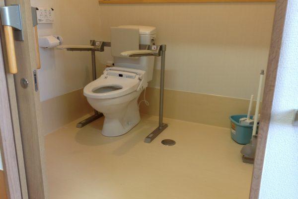 トイレ(車いすでも楽々出入り可能です)
