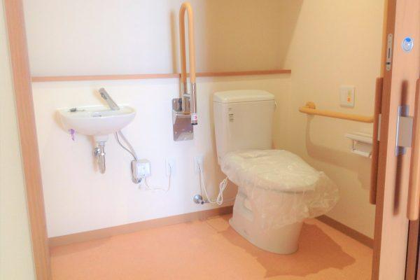 介護用トイレ(スペース広々)
