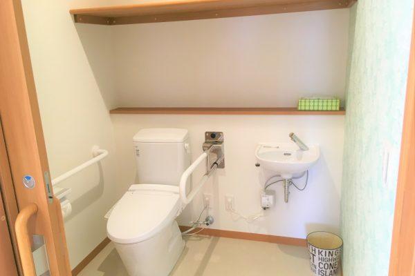 使いやすいトイレ(補助アーム付き)