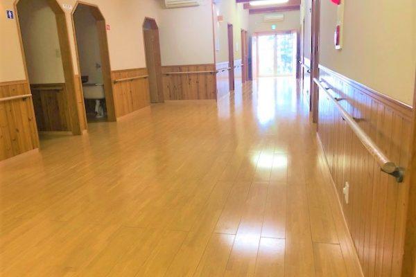 廊下 とても広いですよ