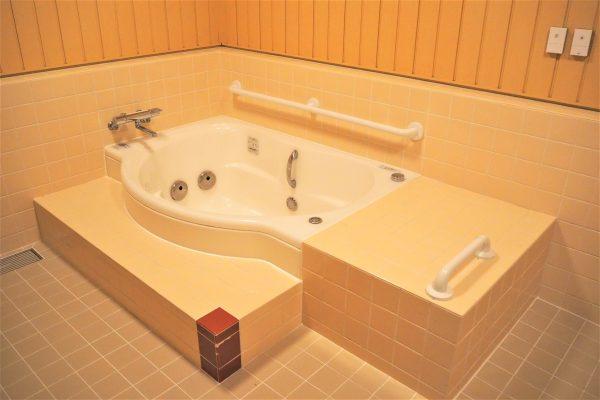 介護に対応した浴槽です!
